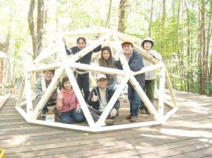 ヒロさんのドーム小屋の屋根を仮組した