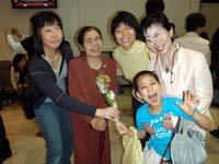 発表会で祖母、曾祖母らと